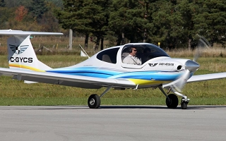 diamond aircraft DA40-13_320x200