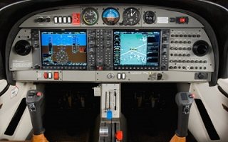 diamond aircraft cockpit DA40-14_320x200